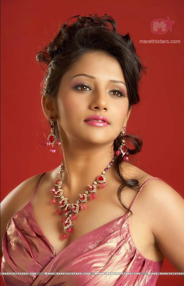 jui gadkari marathi actress photos wallpapers biography   marathistars