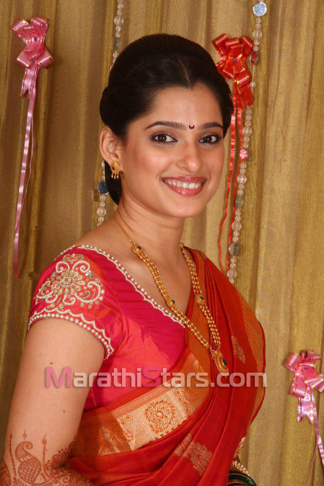 priya bapat marathi actress photos biography wallpapers hot images