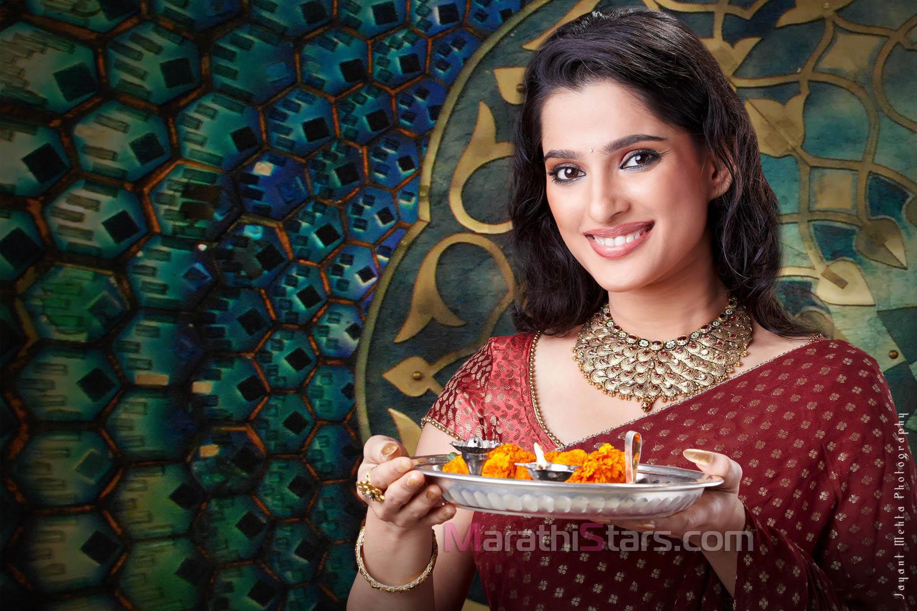 Priya Bapat Marathi Actress Photos,Biography,Wallpapers,Hot Images