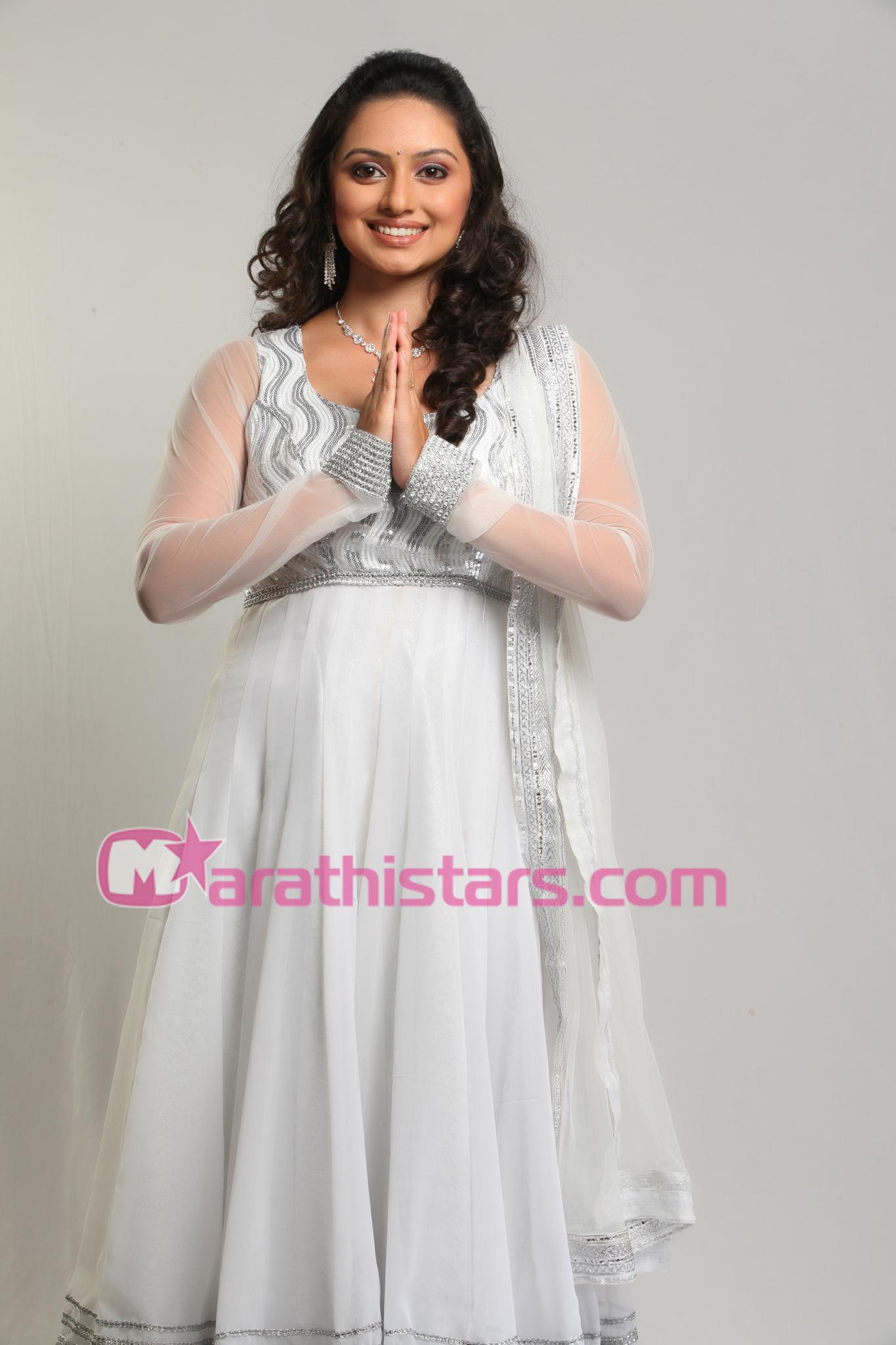 Actress Radha Facebook Radha-hi-bawari-actress