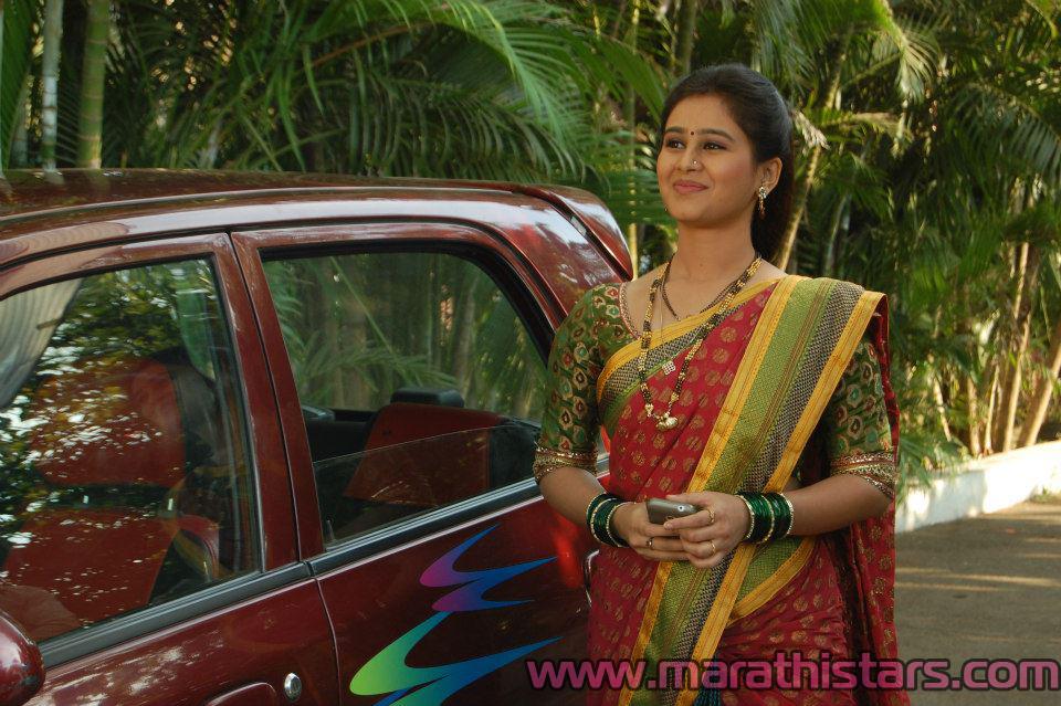 Mrunal Dusanis Wiki Mala sasu havi latest photos - zee marathi serial ...
