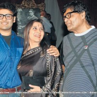 Nivedita Joshi With Husband Ashok Saraf and Son