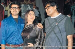Nivedita Joshi With Husband Ashok Saraf and Son