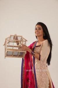 Akshaya Gurav as Radhika Mendichya Panavar actress etv marathi serial