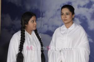 Tarun Aahe Preet Ajuni Marathi natak Photos (1)