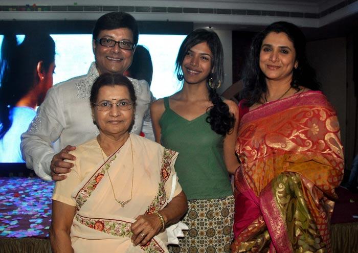 Sachin Pilgaonkar with family-  Sachin Pilgaonkar Marriage Photos