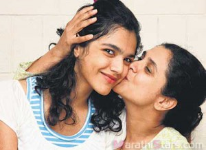 Shriya Pilgaonkar childhood With Supriya