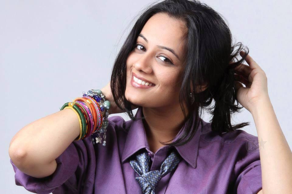 spruha joshi husband