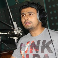 Sonu Nigam Singing For Duniyadari