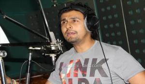 Sonu Nigam Singing For Duniyadari