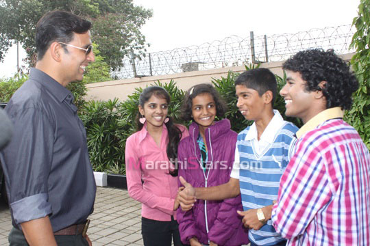 Akshay Kumar with young stars of Marathi movie 72 Miles Ek pravas