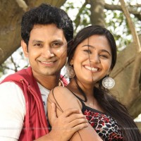 Mrunmayee Deshpande  & Umesh Kamat in Movie Pune via Bhihar
