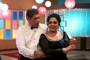 Mohan joshi Reema lagoo To Perform on cabre - Varhadi Vajantri Marathi Movie