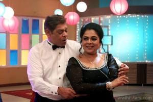 Mohan joshi Reema lagoo To Perform on cabre - Varhadi Vajantri Marathi Movie