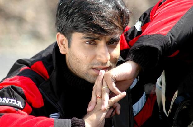 Santosh Juvekar Marathi Actor Biography,Photos, Filmography - Santosh-Juvekar-Marathi-Actor-Biography-Filmography