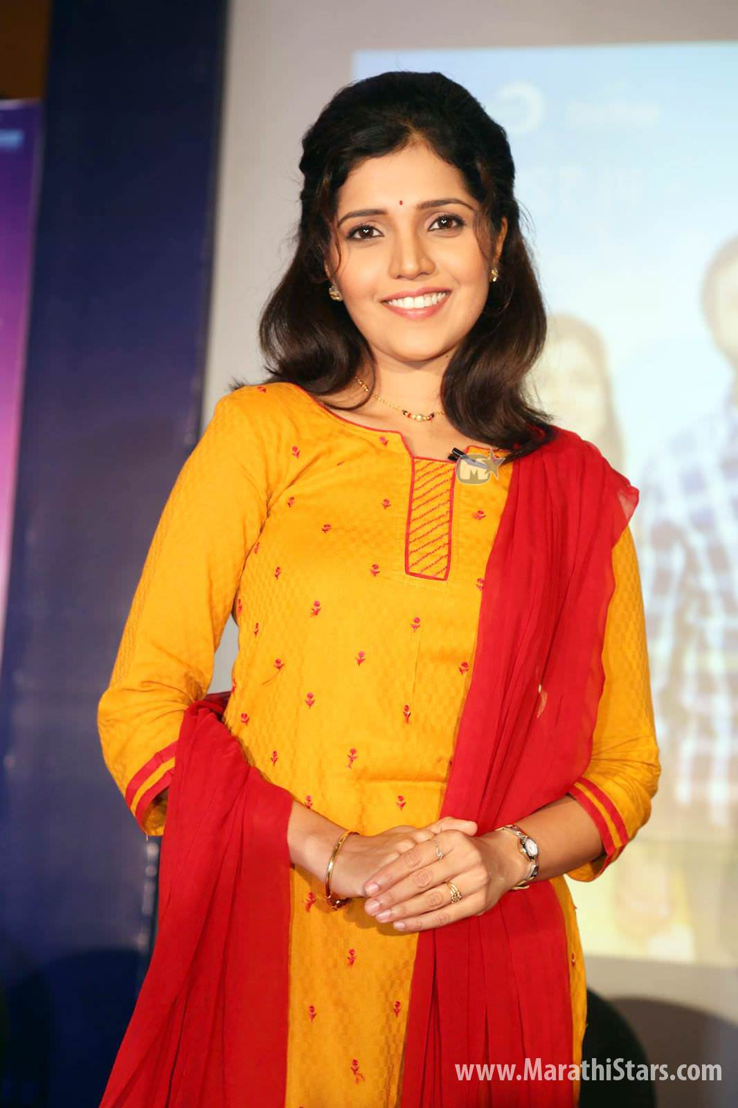 Mukta Barve Marathi Actress Biography Photos Filmography