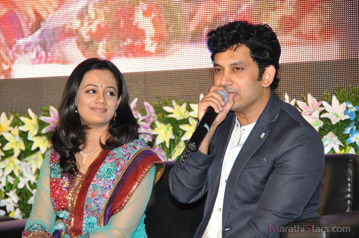 "First Look Launch of Marathi Movie ""Salaam"" - MarathiStars Spruha Joshi And Umesh Kamat"