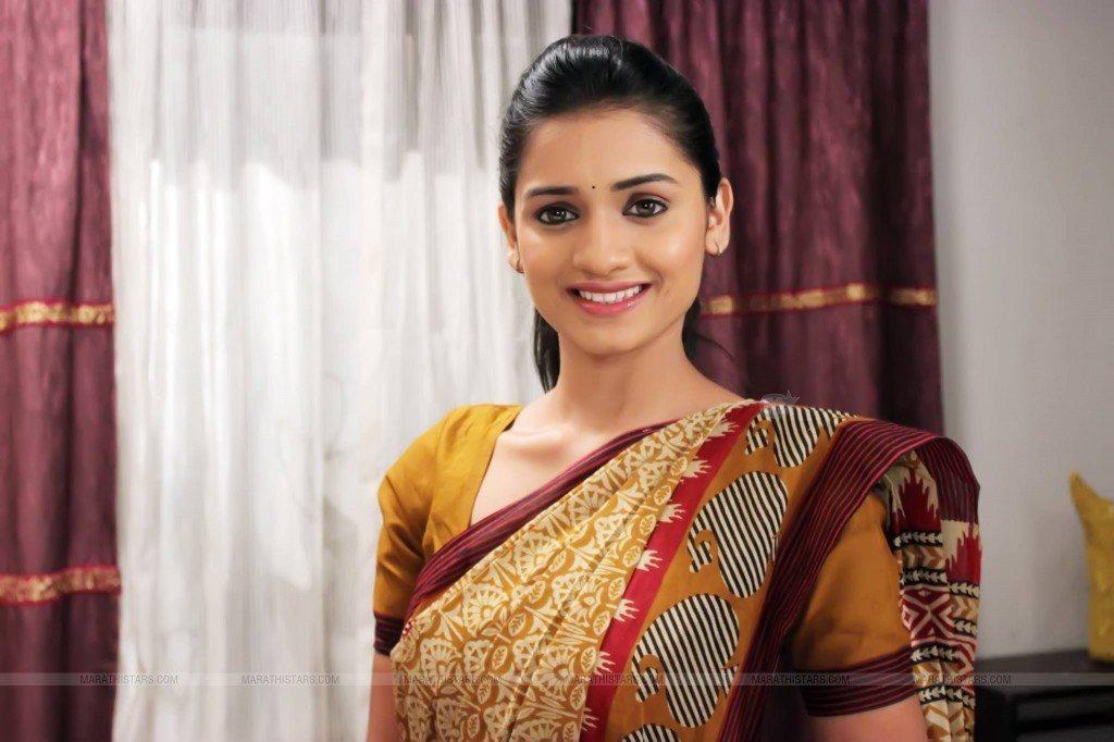Hruta Durgule Marathi Actress Biography Photos Phulpakharu