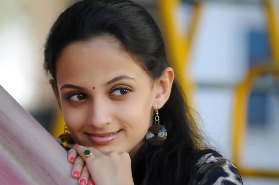 marathi actress photos wallpapers images biography wiki birth date pics photos in saree tv