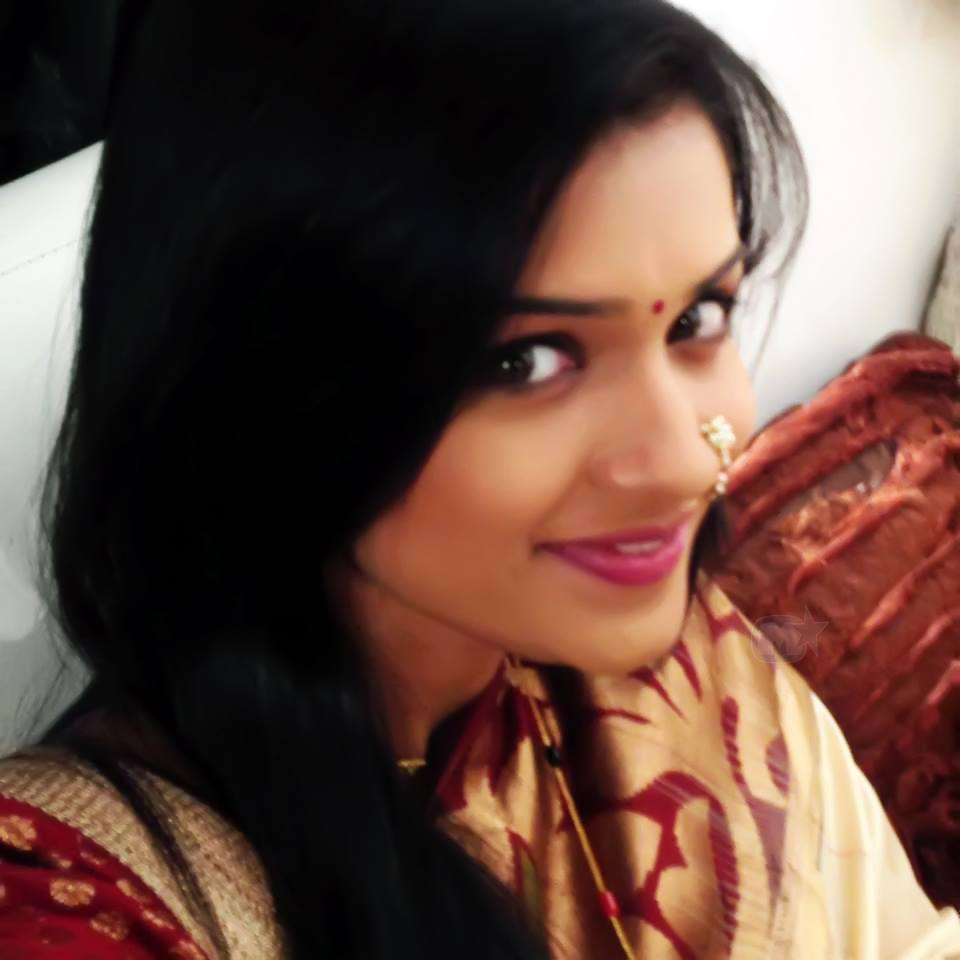 Hruta Durgule Marathi Actress Biography Photos Phulpakharu Serial