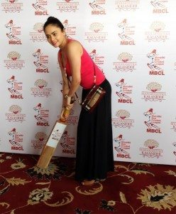 Amruta Khanvilkar at Marathi Box Cricket League launch