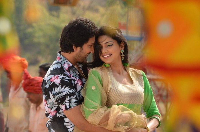 Aniket Vishwasrao & Pooja Sawant - Poshter Boyz Marathi Movie Still Photos