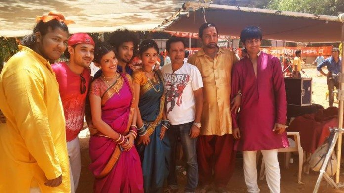"Mahesh Manjrekar shoots for Ganpati song sung by Daler Mehndi for Rajesh Ranshinge's Marathi film ""JANIVA"""