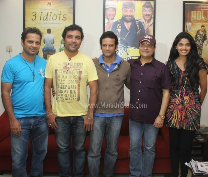 Sachin Pilgaonkar with Satish Rajwade, music director Avinash-Vishwajeet & actress Pooja Sawant