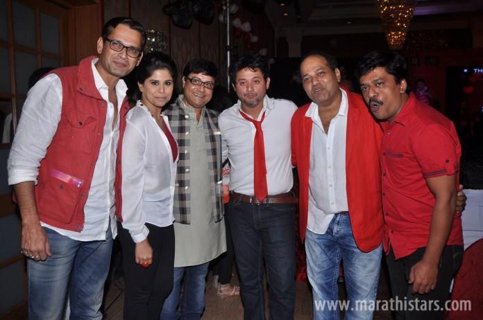 Sameer Dharmadhikari, Sai Tamhankar, Sachin Pilgaonkar, Swapnil Joshi, Sanjay Jadhav and Upendra Limaye