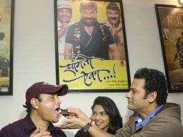 Superstar Sachin Pilgaonkar celebrated his birthday with 'Sanngto Aika' Marathi Film Team