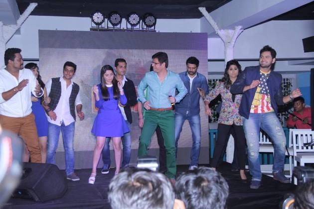 Classmates Team performing with Umesh Jadhav