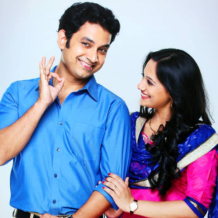 A Paying Ghost PG Marathi Movie Cast Story photos Release ... Spruha Joshi And Umesh Kamat