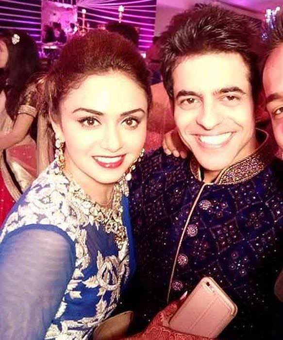 Wedding Family Photo List: Marathi Actress Amruta Khanvilkar Wedding
