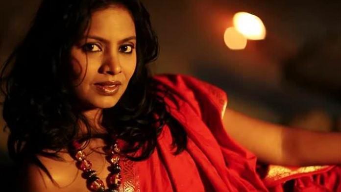 Seema Azmi - Chitrafit Marathi Movie Actress