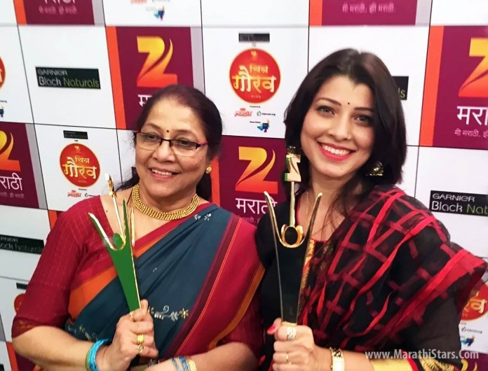 Tejaswini Pandit with her mother Jyoti Chandekar