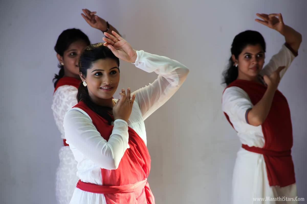 aga bai arechya marathi movie cast story trailer poster photos