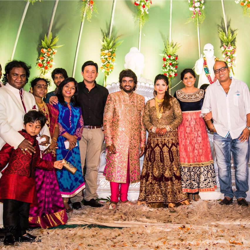 Wedding Family Photo List: Adarsh Shinde Marathi Singer Marriage Wedding Photos Neha Lele