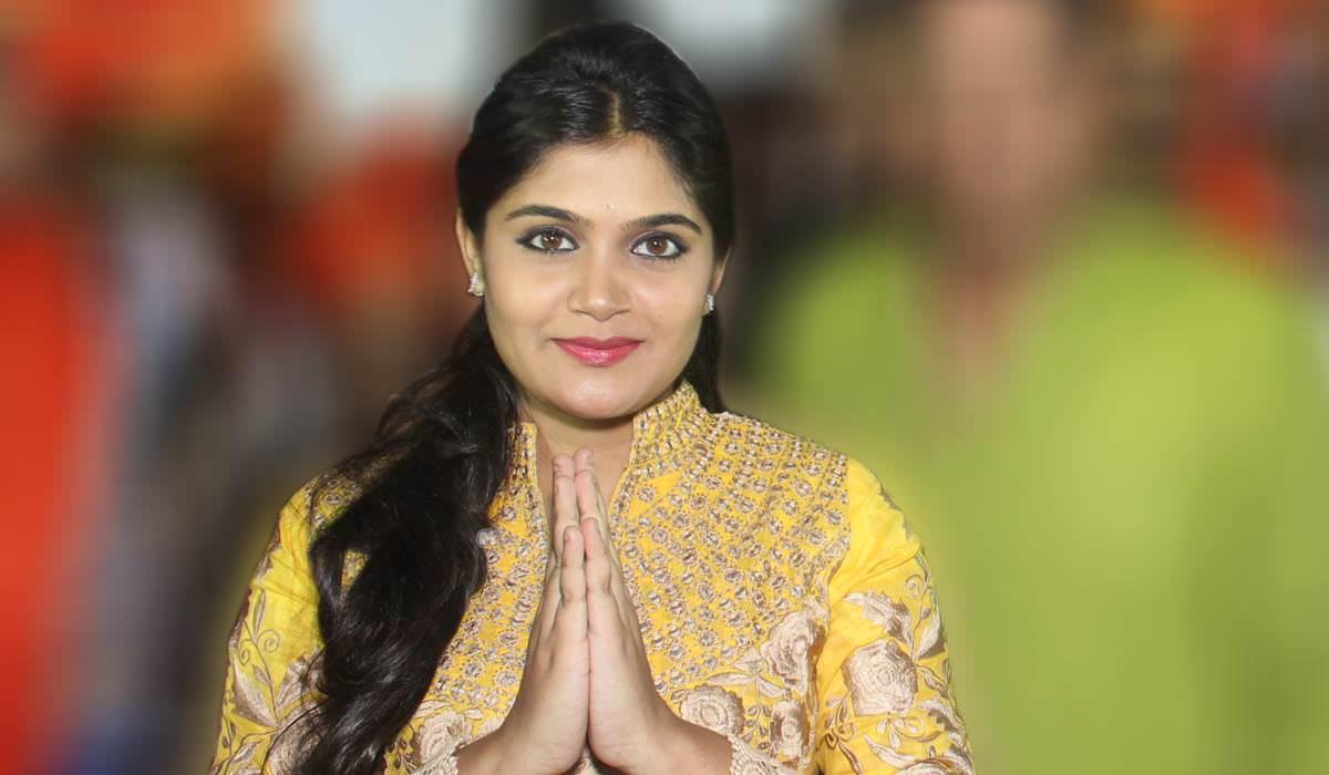 Isha Keskar aka Banu in Dhanakwadi for a Kojagiri event