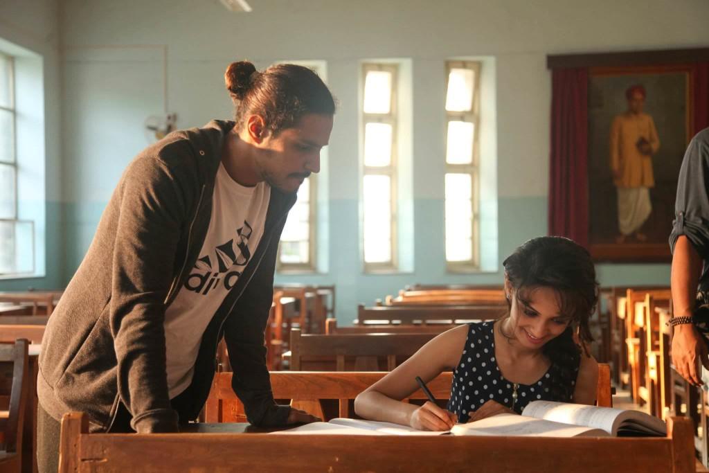 Sujay Dahake & Ketaki Maegaonkar - Phuntroo On Set