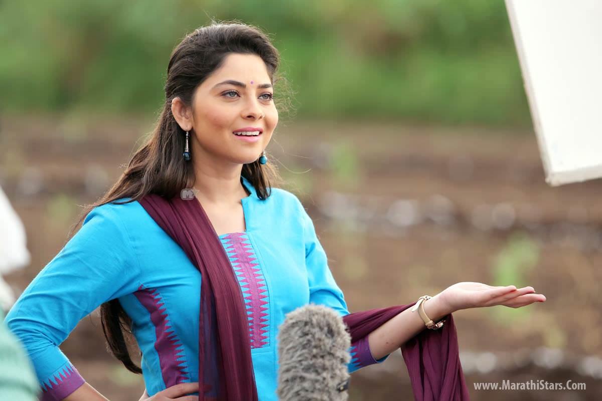 poshter girl 2016   marathi movie cast crew story