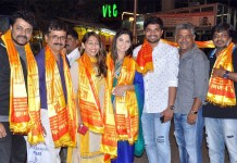 Poshter Girl Team seeks blessings from Siddhivinayak