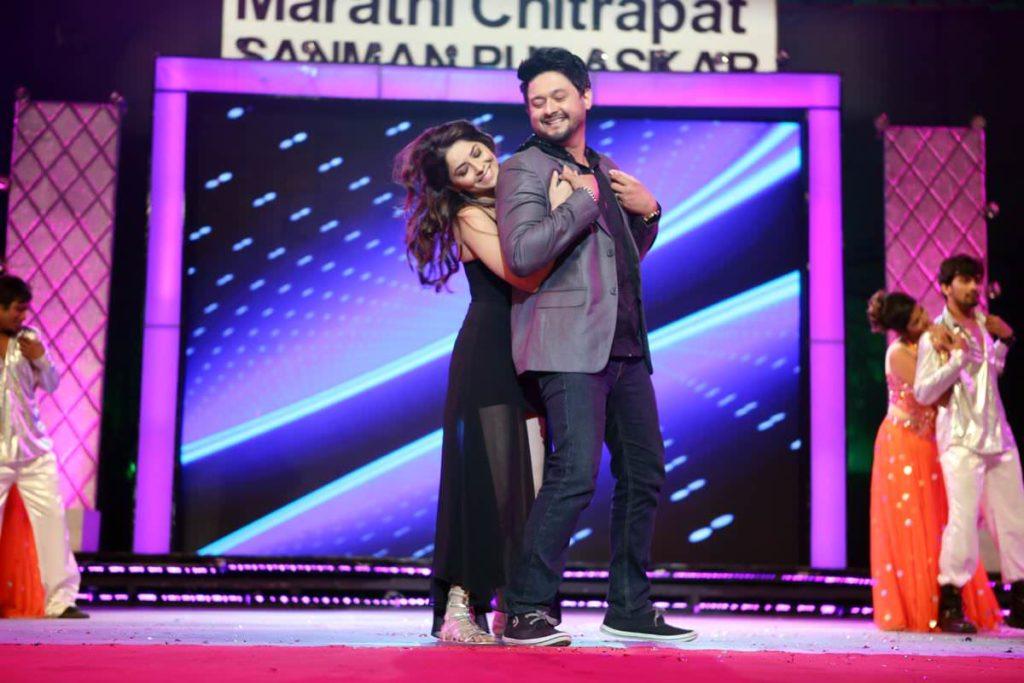 Swapnil Joshi & Sonalee Kulkarni - Dadasaheb Phalke Marathi Chitrapat Awards
