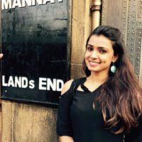 Mayuri Deshmukh outside at Shahrukh Khan's Mannat