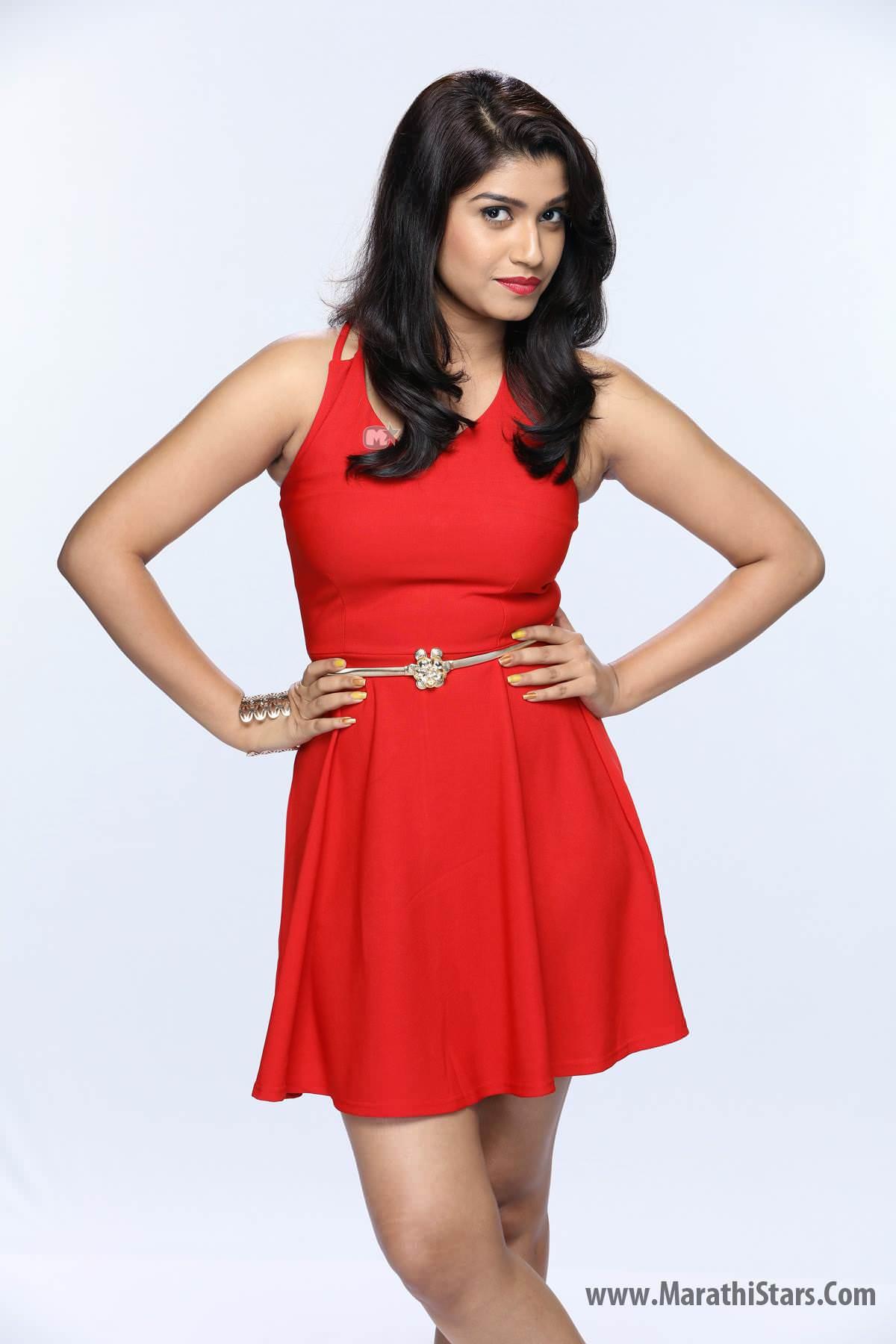Rasika Sunil Dhabadgavkar Shanaya Mazya Navryachi Bayko Serial Actress
