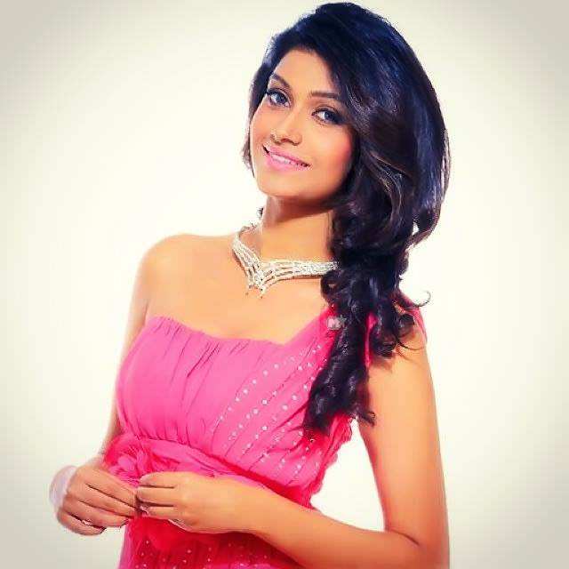 Rasika Sunil Dhabadgaonkar Marathi Actress Photos Bio Wiki -3152