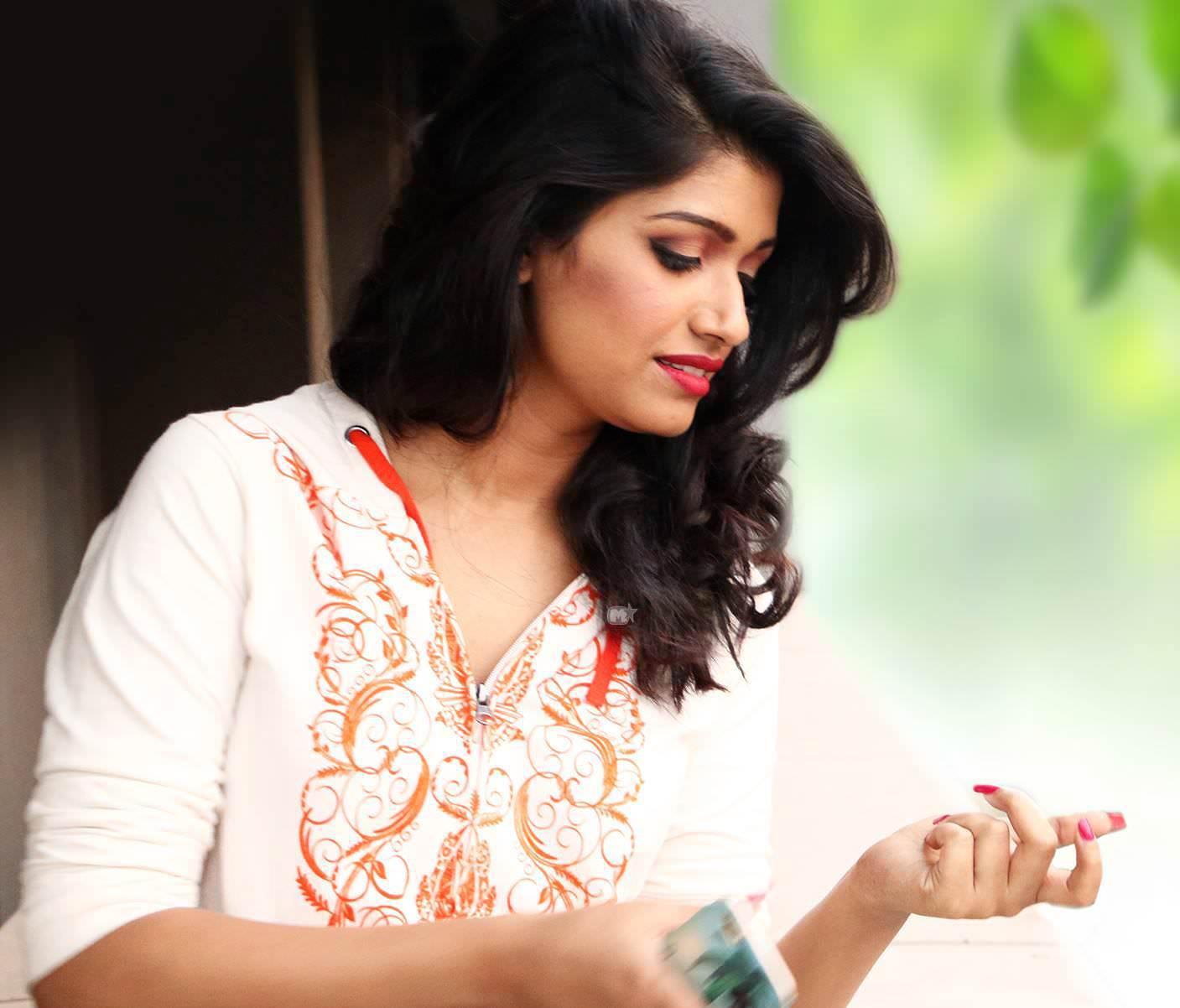 Rasika Sunil Dhabadgaonkar Marathi Actress Photos Bio Wiki -2509