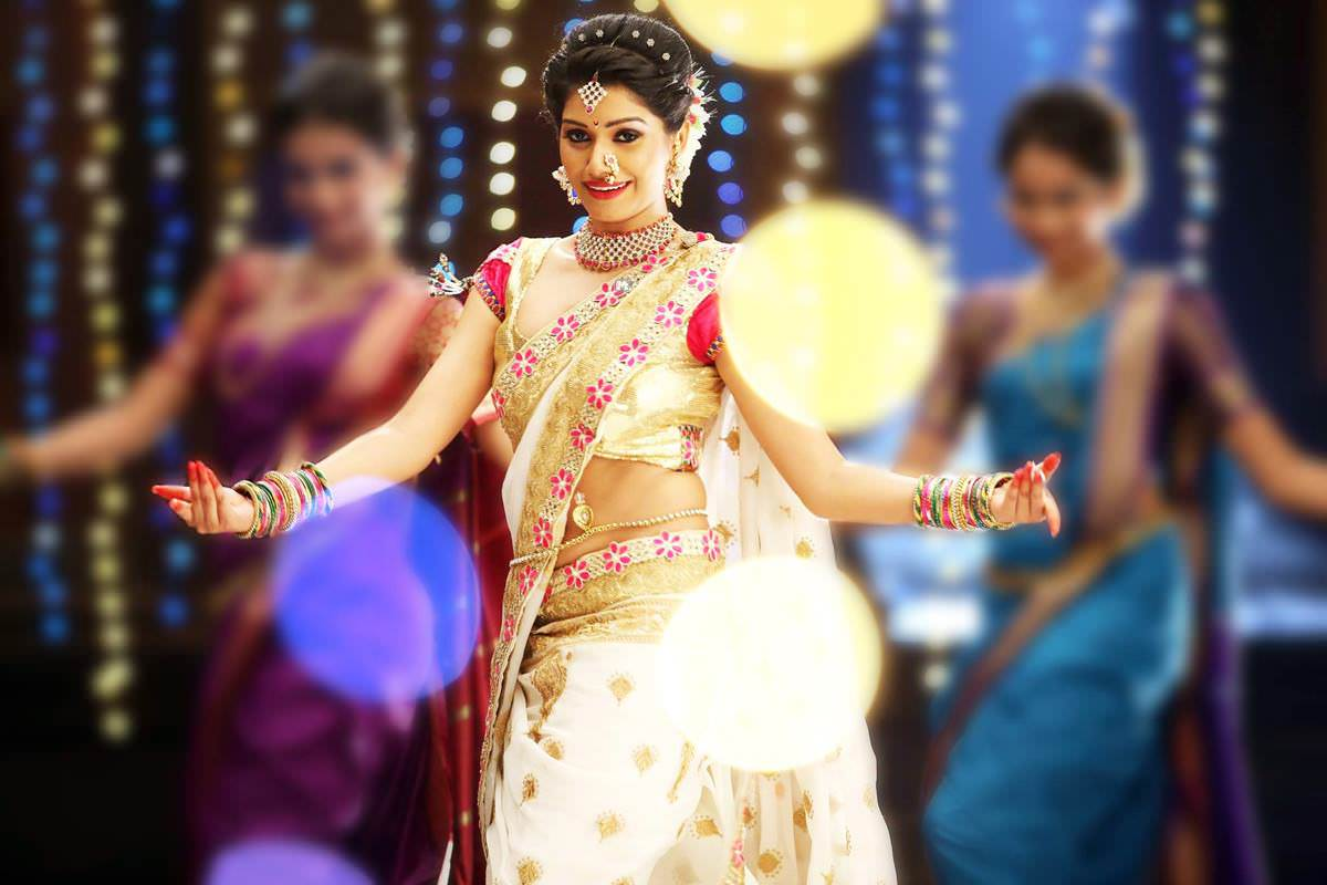 Rasika Sunil Dhabadgaonkar Marathi Actress Photos Bio Wiki ...