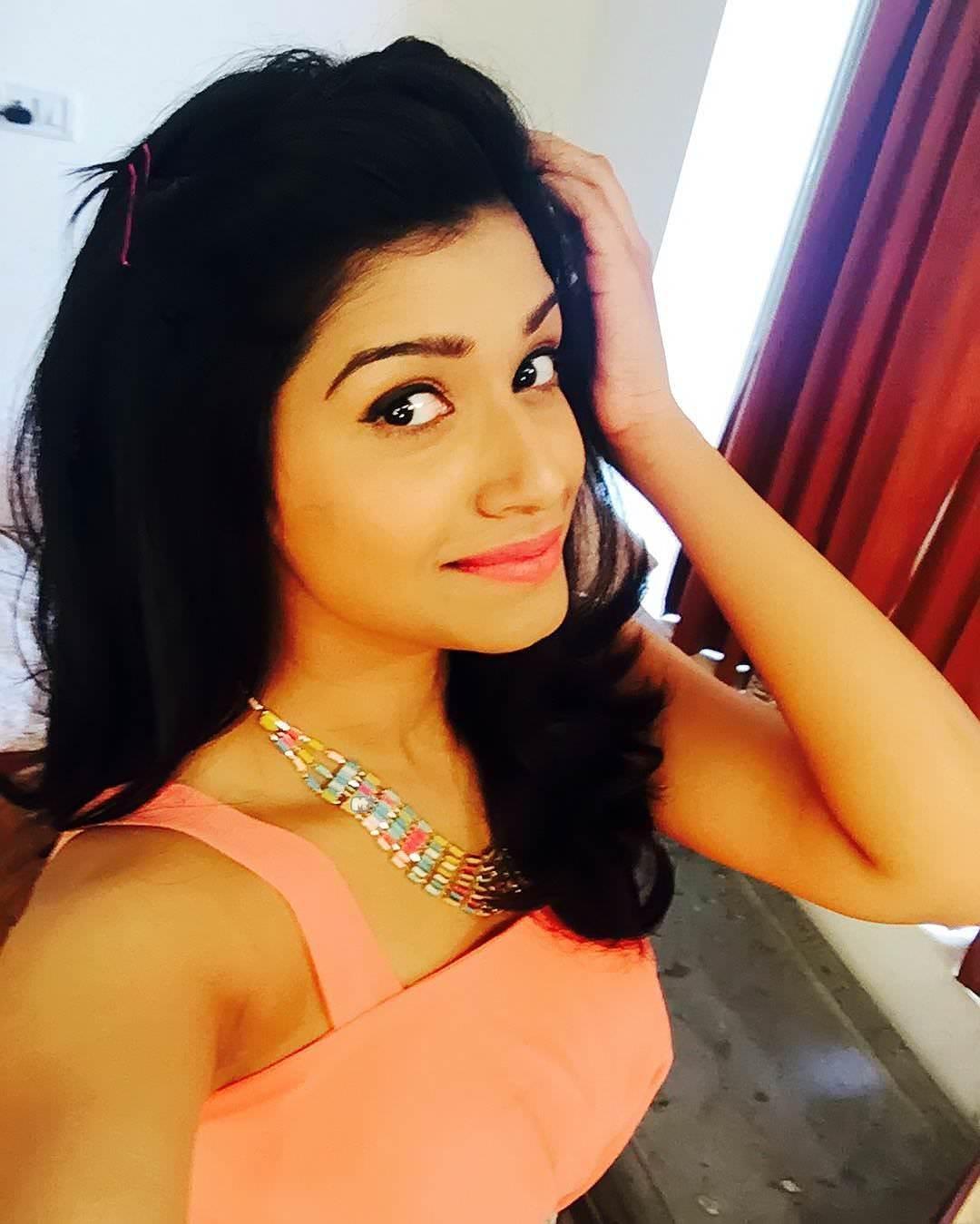 Rasika Sunil Dhabadgaonkar Marathi Actress Photos Bio Wiki -2859
