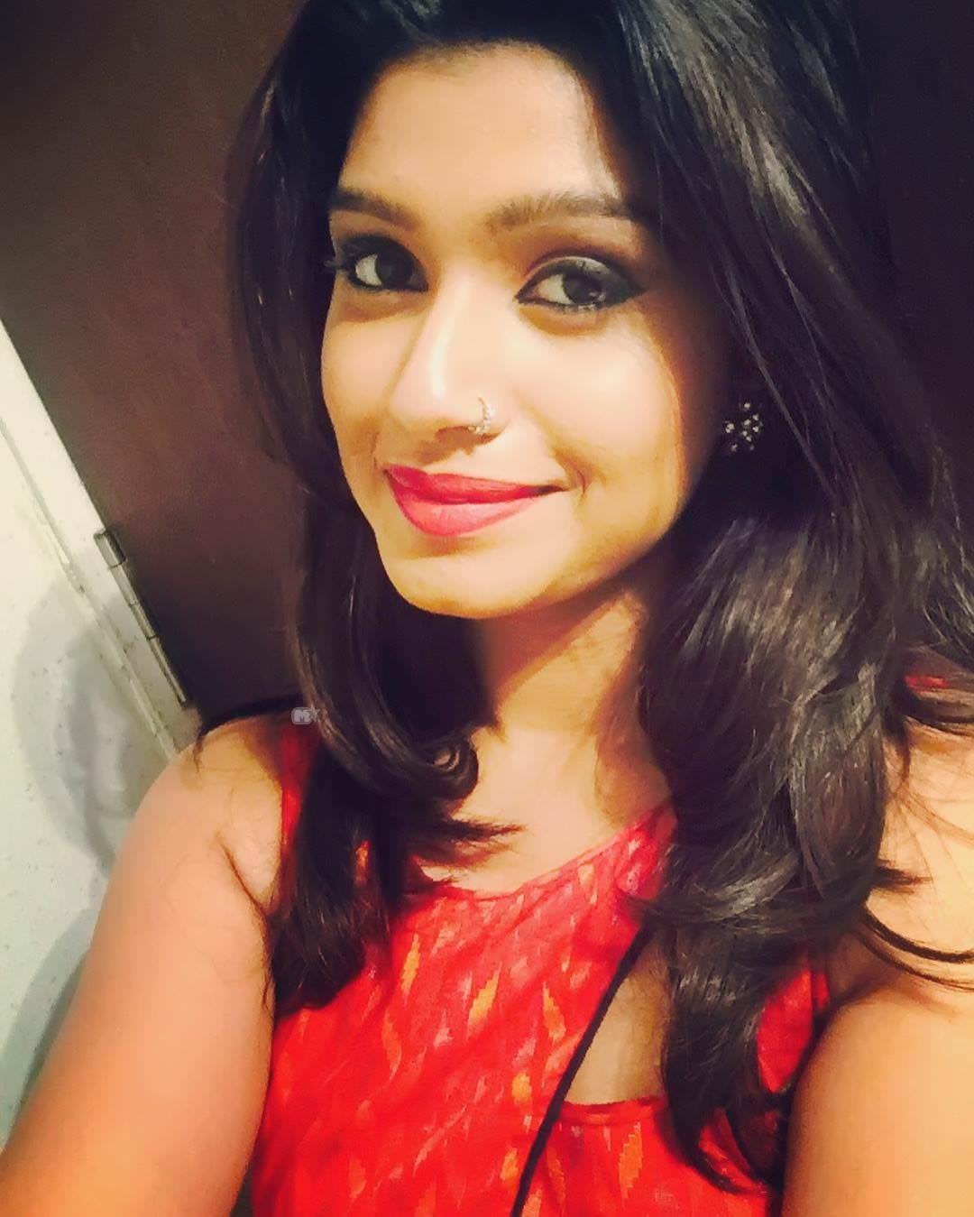 Rasika Sunil Dhabadgaonkar Marathi Actress Photos Bio Wiki -7017