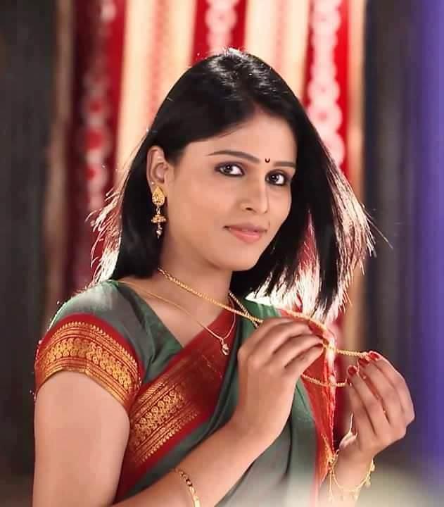 Akshaya Deodhar Marathi Actress Photos Bio Wiki Anjali Tujhyat Jiv ...